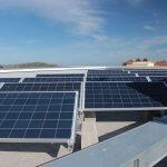 Paneles solares fotovoltaicos en la Clínica Bandama