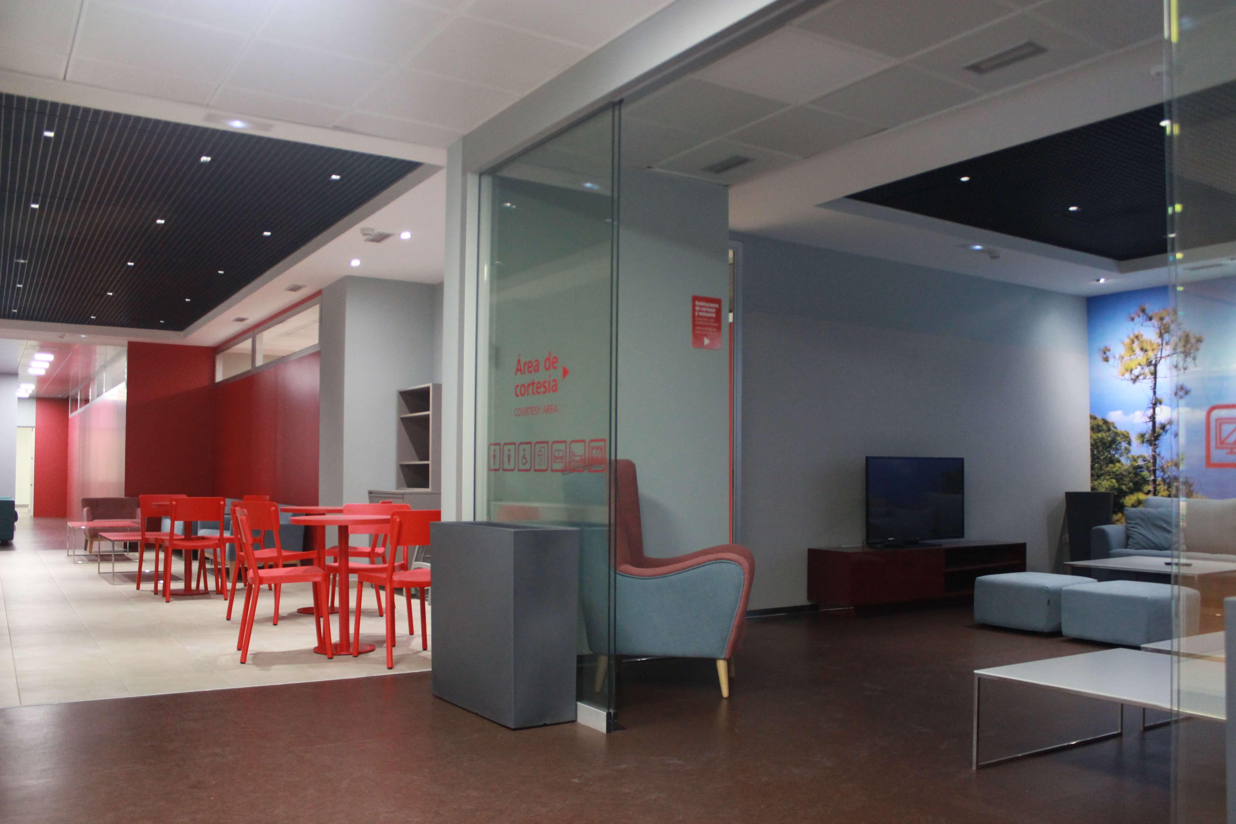 Vista general de la zona de cortesía y anexo a la sala de congresos (fase II)